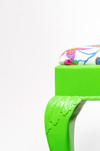 Cool pall i knallgrön färg med ny tygklädsel, lackerad av Svedbergs Lackering